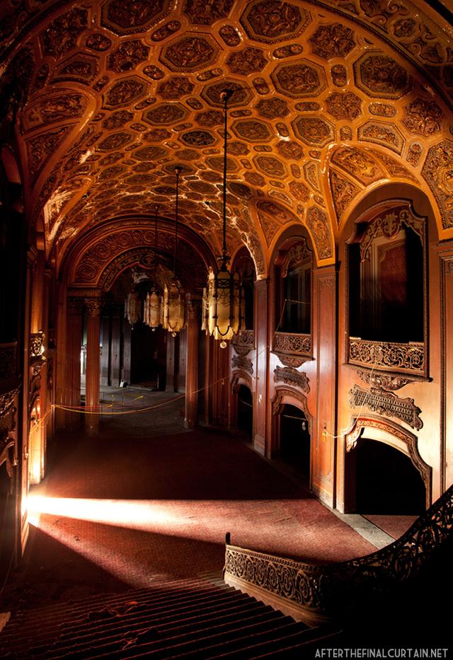 Lobby - Loew's Kings Theater