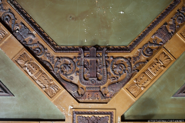 A closer look at some of the details on the ceiling.