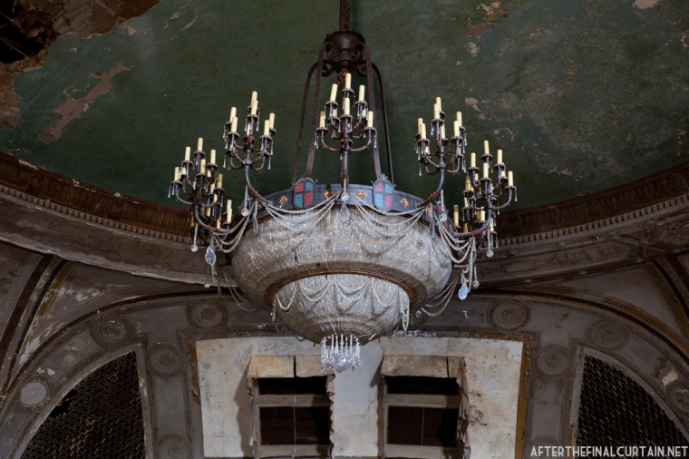 The original chandelier still hangs in the auditorium.