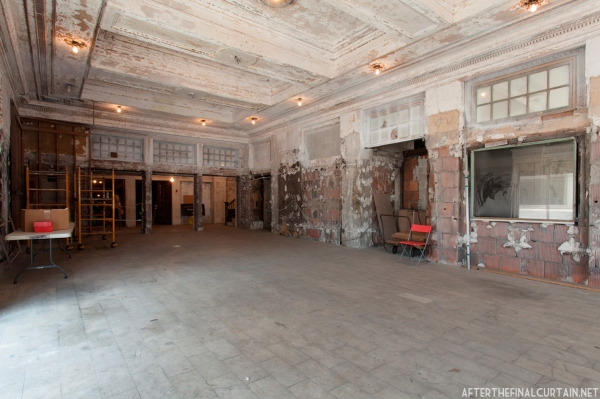 A beauty salon occupied the lobby during the 80's and 90's, sealing off the theater.