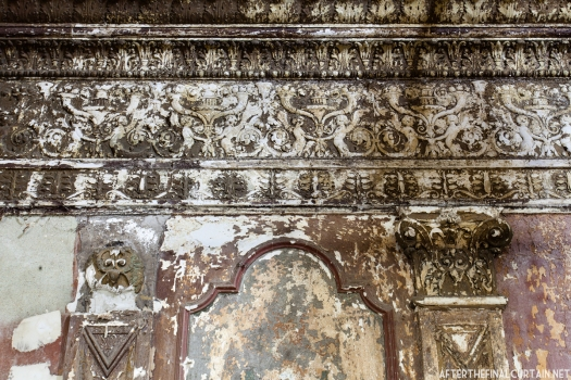 Ornate plaster-work on the wall of the inner lobby.