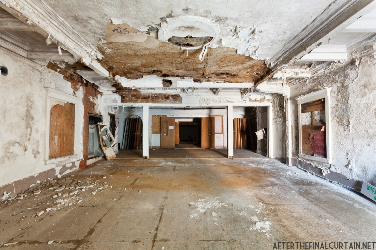 The lobby was gutted by a fire in March 1968. However, much of the ornate plasterwork was salvaged.